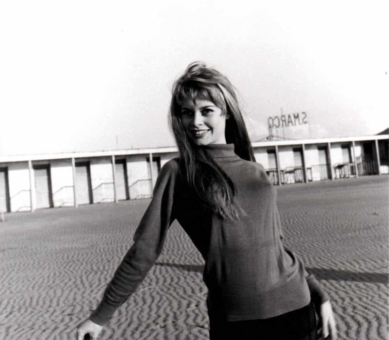 Brigitte Bardot sur la plage de Deauville